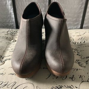 LN! Dr. Scholl's Harlin Slip On Wedge Booties